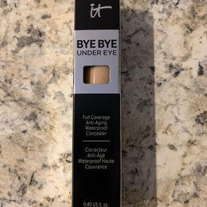 IT Cosmetics Bye Bye Undereye Concealer NIB
